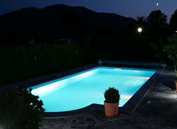 Set mit 1 LED-Unterwasserscheinwerfer 15,9 Watt COLOUR